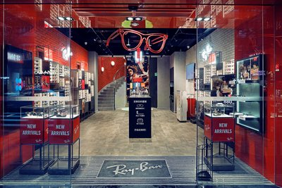ray ban shops stores  to celebrate the grand opening of the huaihai store, ray ban image store to bring the first branch store sales the world 's limited edition models of